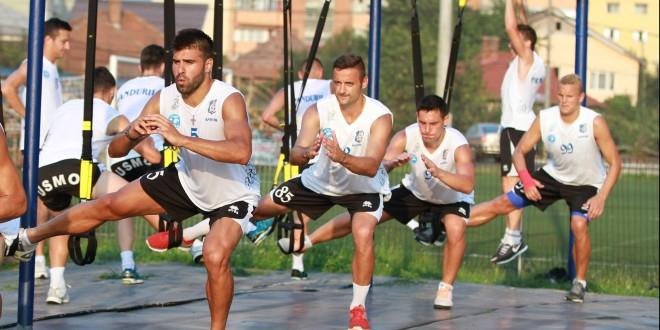 FOTO / Jucătorii de la Pandurii au susţinut azi un antrenament special TRX