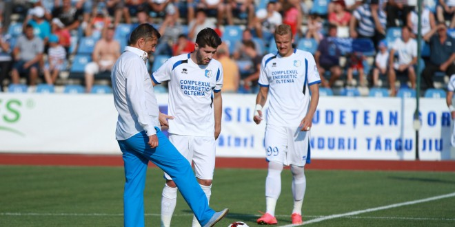 GALERIE FOTO / Doru Mihuţ a dat lovitura de începere la meciul dintre Pandurii Târgu-Jiu şi Ceahlăul Piatra Neamţ