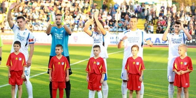 """FOTO / Programul """"Pandurii Player Escort"""" a atras 25 de copii şi la meciul cu Oţelul Galaţi"""