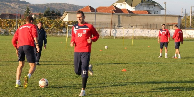 O parte din jucători primei echipe se antrenează la Târgu Jiu sub comanda antrenorului Dorian Gugu