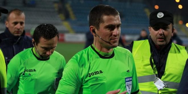 Rezultatul meciului Pandurii Târgu Jiu – FC Botoşani, influenţat decisiv de brigada de arbitri !
