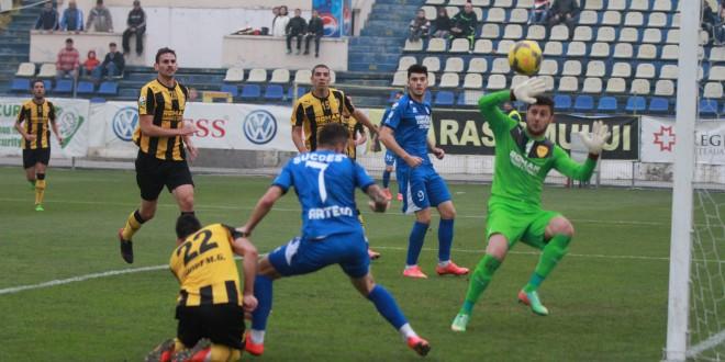FOTO / Pandurii Târgu Jiu se impune clar la Braşov, scor 3-0 !