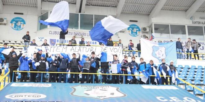 Pandurii au fost încurajaţi de cei mai tineri suporteri înaintea meciului cu FC Braşov