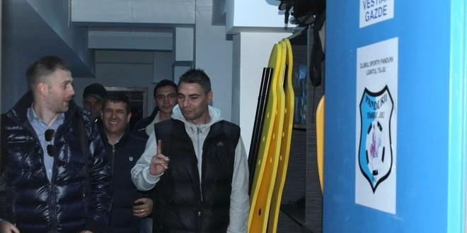 FOTO / Preşedintele Eugen Pîrvulescu i-a prezentat azi noului antrenor Edi Iordănescu baza sportivă şi vestiarele echipei