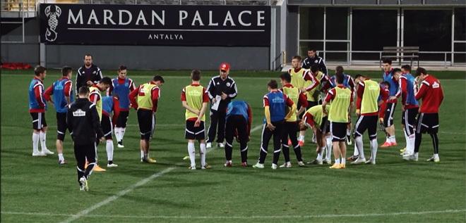 Pandurii TV / Mihai Roman si Paul Anton la antrenamentul oficial al echipei nationale