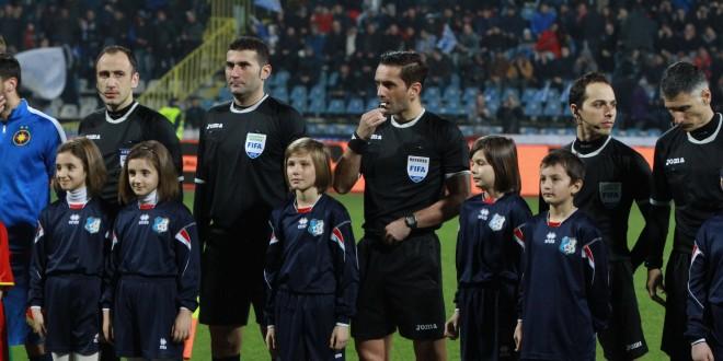 FOTO / PANDURII PLAYER ESCORT MECI PANDURII TÂRGU JIU – FC STEAUA SA 15.03.2015