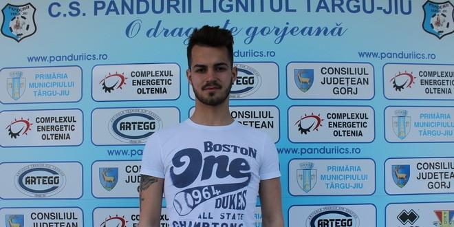 TRANSFER / Pandurii Târgu Jiu a semnat un contract cu tânărul mijlocaş, Marius Mareş