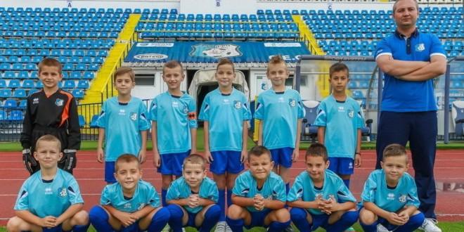 """Două grupe de juniori ale clubului Pandurii Târgu Jiu participă la turneul de juniori """"Fotbal a la Cluj"""" 2015"""