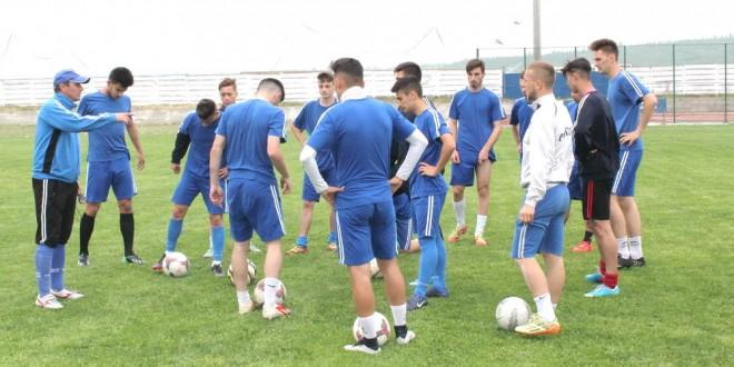 Juniorii A ai clubului Pandurii au plecat azi la Constanţa pentru turneul de zonă al grupei A
