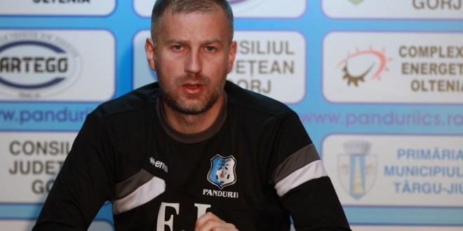 """Edi Iordănescu despre mutarea echipei la Severin: """"Cred că s-a ales varianta cea mai bună"""""""