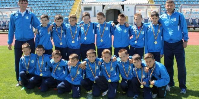 Grupele de juniori 2002 şi 2004 ale clubului Pandurii Târgu Jiu participă la Turneul Internaţional de la Severin