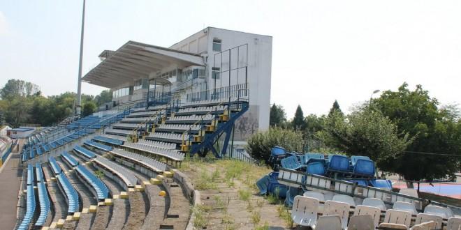 A demarat acţiunea de demolare prin demontarea scaunelor din Stadionul Municipal din Târgu Jiu
