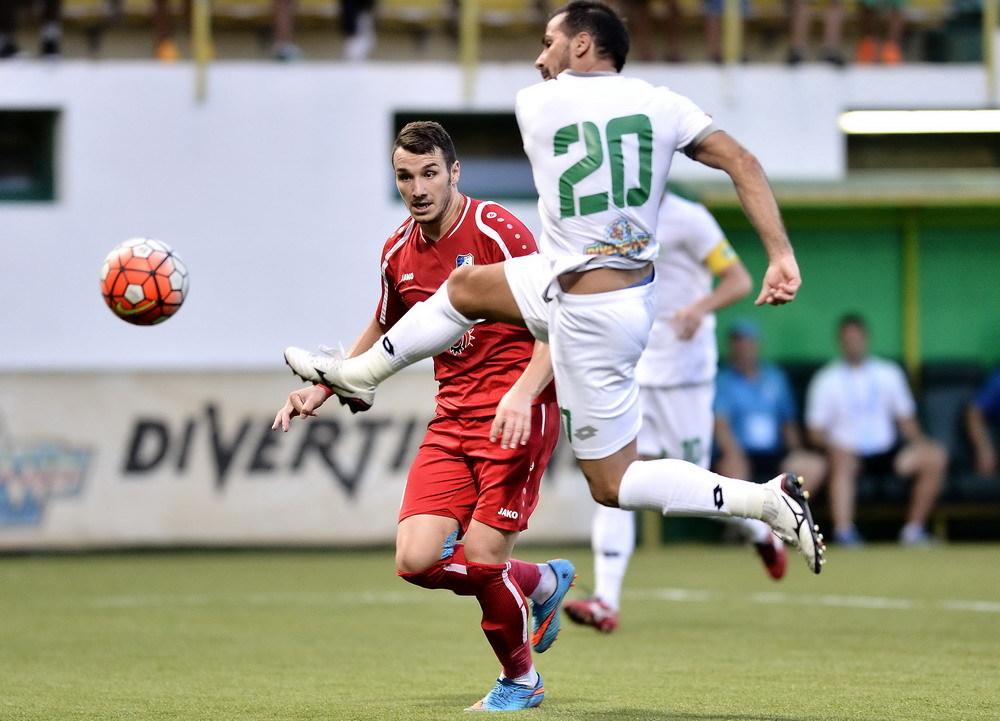 Marian Constantinescu marcheaza primul gol al Concordiei Chiajna de langa Andrei Sandru