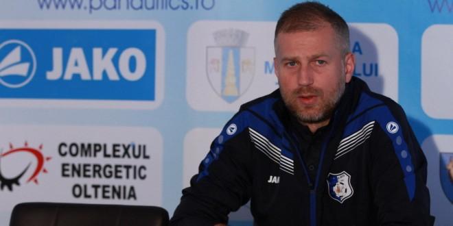 """Edward Iordănescu: """"Am un singur regret foarte mare, că nu putem să evoluăm în faţa suporterilor noştri"""""""