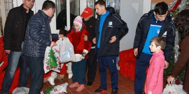 Cadouri de la Pandurii pentru copiii de la Centrul de Incluziune Socială din Târgu Jiu