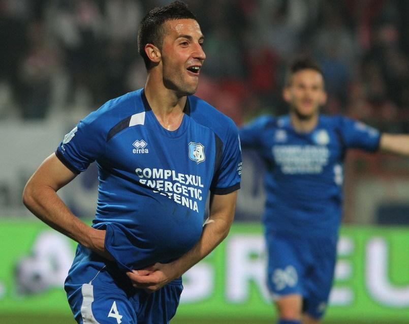 Marko Momcilovic, de la Pandurii Targu Jiu, se bucura de un gol marcat, in timpul meciului cu Dinamo Bucuresti din etapa a XXIV-a a Ligii I, disputat in Bucuresti, sambata, 22 martie 2014. GEORGE FILIP / MEDIAFAX FOTO