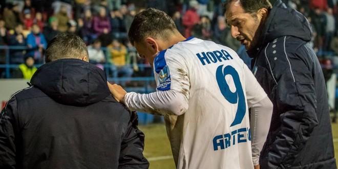 VIDEO / Ioan Hora a părăsit terenul cu probleme medicale după accidentarea din meciul cu ASA Târgu Mureş