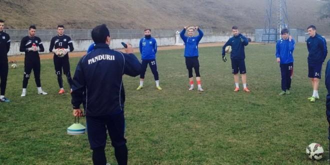 FOTO / Echipa a doua a clubului Pandurii a revenit din cantonamentul din Serbia