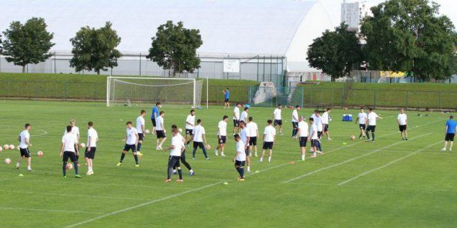 Pandurii Târgu Jiu s-a despărţit de zece jucători aflaţi la final de contract în această vară