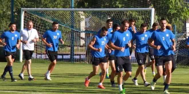 Jucătorii echipei Pandurii Târgu Jiu au efectuat ieri primul antrenament la Târgu Jiu sub comanda antrenorului Petre Grigoraş