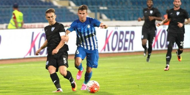 Pregătit la Centrul de copii şi juniori al clubului, Adelin Pîrcălabu a debutat oficial la Pandurii în meciul cu CSU Craiova