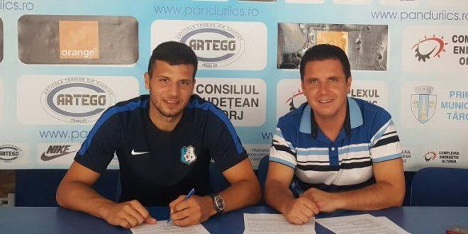 Atacantul George Ţucudean a semnat azi un acontract pentru un an de zile cu clubul Pandurii Târgu Jiu, cu opţiune de prelungire pentru încă un an