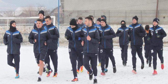 Antrenorul Flavius Stoican va definitiva azi lotul echipei Pandurii după ce va testa jucătorii într-un meci şcoală