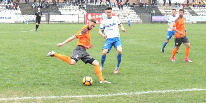Pandurii Târgu Jiu a pierdut meciul din etapa a 28-a a ligii a II-a Casa Pariurilor, scor 0-3 cu Dunărea Călăraşi