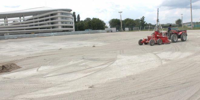Clubul Pandurii Târgu Jiu a demarat lucrările pentru reamenajarea terenului sintetic din Complexul Sportiv Municipal
