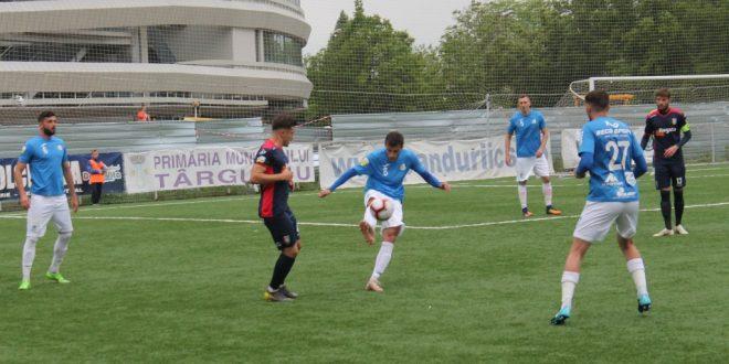 Pandurii Târgu Jiu a pierdut meciul cu noul lider al Ligii 2, Chindia Târgovişte, scor 0-2 pentru oaspeţi