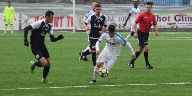 Pandurii Târgu Jiu s-a impus, scor 2-1, în meciul de la Petroşani cu ACS Energeticianul