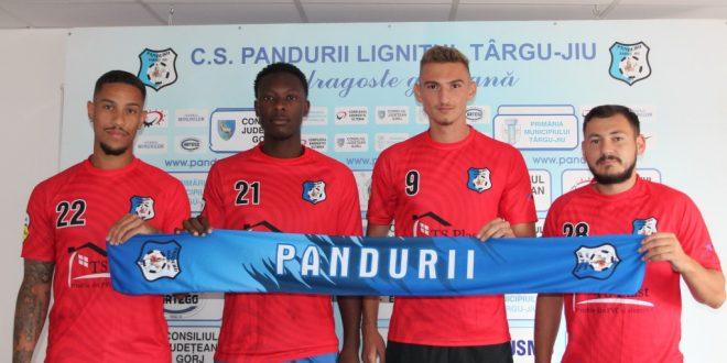 LOT / Patru jucători aflaţi la pregătire cu Pandurii Târgu Jiu au semnat cu contractele cu clubul
